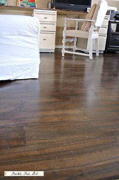 Best Decor Hacks : wood plank floor using brown paper Freckle Face Girl for Remodelaholic Faux Wood Flooring, Diy Flooring, Wood Planks, Wood Paneling, Hardwood Floors, Flooring Ideas, Cement Floors, Painted Floors, Brown Bag Floors