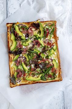 Plate cake with avocado / Parma ham Baking Recipes, Healthy Recipes, Eat Healthy, Food Dishes, Tapas, Food Photography, Clean Eating, Yummy Food, Snacks