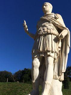 Romano con luna in punta di mano