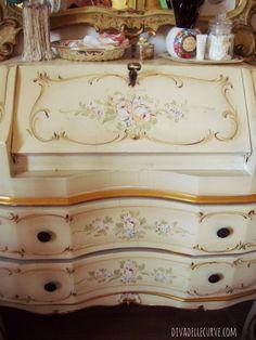 #toletta barocchetto veneziano vintage in stile #shabbychic #vanity altre foto qui http://www.divadellecurve.com/2014/03/come-ho-sistemato-il-mio-nuovo-angolo.html #paintedfurniture