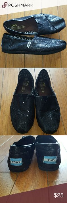 Toms shoes Black Toms shoes. Slightly used but in good condition -pictures reflect TOMS Shoes Flats & Loafers