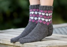 Kanervaiset Warm Socks, Drops Design, Dress For Success, Knitting Socks, Pullover, African Fashion, Mittens, Knitting Patterns, Textiles