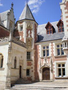 The Castle of Clos Lucé, where Leonardo Da Vinci spent time ~ Amboise, Loire Valley, France Architecture Classique, French Architecture, Amazing Architecture, Beautiful Castles, Beautiful Buildings, Beautiful Places, Photo Chateau, Belle France, Loire Valley