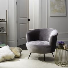 Safavieh Furniture FOX6257B - Inspired by retro collector's items found in one of New York's top design galleries, this mid-century accent chair brings a luxuriant touch to any room. Up
