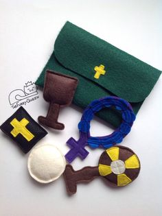 Hey, I found this really awesome Etsy listing at https://www.etsy.com/listing/236844629/mass-kit-for-toddlers-catholic