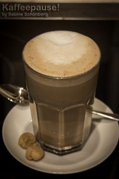 Ein Rezept für Lebkuchen-Kaffee: http://textania.de/blog/2013/12/rezept-weihnachten-lebkuchen-kaffee/