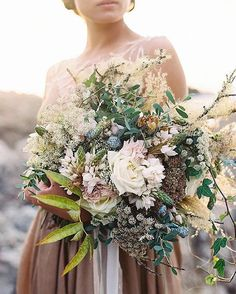 bouquet by @ponderosa_and_thyme for @magnoliarouge. Photo by @tecpetaja