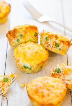 um muffin de queijo, ovos e legumes com menos de 100 calorias
