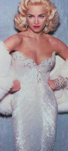 Madonna for Vanity Fair, April 1991 by Steven Meisel (she copies most famous poses of Marilyn Monroe) Material Girls, Marilyn Monroe, Divas Pop, Madona, Kms California, Vanity Fair Magazine, La Madone, Fashion Cover, Steven Meisel