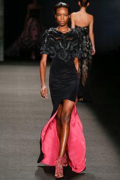 La robe fourreau du défilé Monique Lhuillier à New York