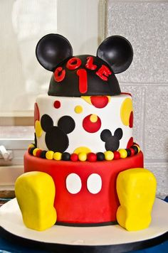 Awesome Mickey Mouse cake -- Love how the feet pop out!