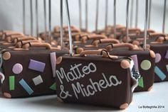La Botteghilla: Bomboniere personalizzate: segnaposto con valigia per matrimonio