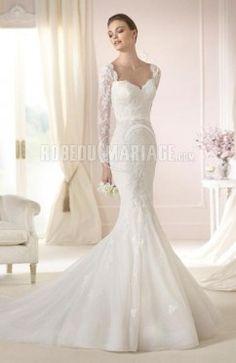 Col en cœur robe de mariée princesse manches longue dentelle ceinture