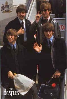 The Beatles London Airport 1964 Poster 24x36 – BananaRoad