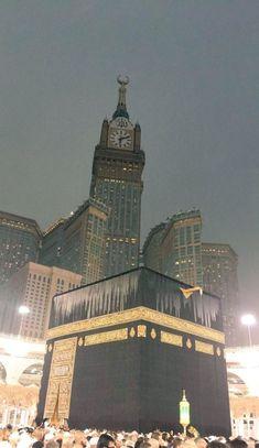 Kutsal mekânımız Kâbe'nin birbirinden güzel fotoğraflarını görmek için tıklayınız. Mecca Madinah, Mecca Masjid, Masjid Al Haram, Middle East Destinations, Travel Destinations, Vacation Trips, Vacation Travel, Budget Travel, Medina Mosque
