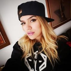 karol g - Google zoeken Puerto Rican Singers, More Curves, Prince Royce, Just Girl Things, Famous Celebrities, Long Hair Styles, My Style, Sexy, Outfits
