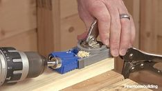 Create strong, flush joints in your carpentry projects with this simple tool and its accompanying pocket screws. Woodworking Techniques, Woodworking Videos, Woodworking Furniture, Woodworking Projects, Awesome Woodworking Ideas, Router Woodworking, Carpentry Tools, Carpentry Projects, Kreg Jig Projects