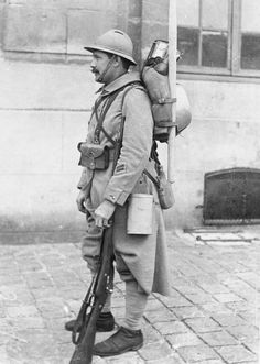 FRENCH ARMY 1917 (Q 48372)   Equipment of engineer sapper at Vincennes.