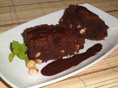 Brownie con avellanas -  Brownie con avellanas, un rico bizcocho de chocolate. El brownie es un bizcocho denso, un popular pastel de chocolate tradicional de la cocina de Estados Unidos. Es una receta muy sencilla de preparar. Es típico acompañarlo de una bola de helado de vainilla o una crema de chocolate f... - http://www.lasrecetascocina.com/brownie-con-avellanas-2/