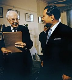 Daisaku Ikeda with British historian Arnold Toynbee in London, 1973