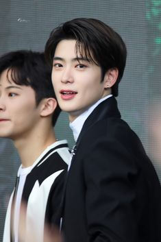 """17 K-Pop Idols Who Are """"Visuals"""" But Underappreciated And Talented Too Taeyong, Nct 127, K Pop, Jung Yoon, Jung Jaehyun, Valentines For Boys, Jaehyun Nct, Wow Art, Looks Cool"""