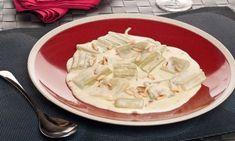 Receta de Bruno Oteiza de cardos cocidos con almendras acompañados de bechamel y piñones, un plato perfecto para Navidad.