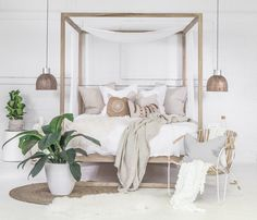 Reminiscent of exotic travels, the Strand Poster Bed Reclaimed is beautifully organic, earthy and naturally modern. Fun and simple design that is both functiona