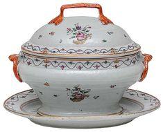 Terrina com tampa e travessa, em porcelana chinesa da C..