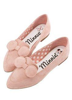 466389e5b7ea Así son las loafers de Minnie Mouse que querrás lucir con tus street-style