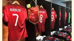 Dressing room of Portugal....RONALDO!!!!