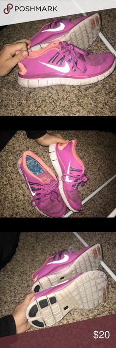 Nike Women free runs Great condition! Small discolor on toe- but fixable! Perfect for running Nike Shoes Athletic Shoes