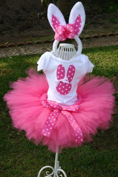 Tutu's are amazingly easy to make and once you know how it's kind of hard to stop yourself from making them for every occasion and for no reason at all. I have pick my two favorite how to's and po...