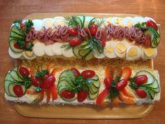 Meat sandwich cake and vegan sandwich cake. Meat Sandwich, Sandwich Cake, Sandwiches, Sushi, Vegan, Ethnic Recipes, Food, Corned Beef Sandwich, Essen