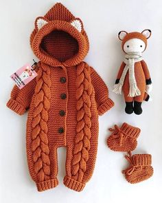 Knitted Baby Clothes, Cute Baby Clothes, Crochet Clothes, Knitted Romper, Baby Knitting Patterns, Baby Patterns, Baby Bunny Costume, Pull Bebe, Baby Overalls