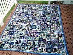 Ravelry: xhappyx's 15 color granny square blanket