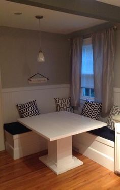 Custom Breakfast Nook with Storage | Do It Yourself Home Projects from Ana White Follow me on twitter @fernanmedequill