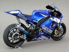 M1 2004 Valentino's move to yamaha 'cocking a snook' at honda proved sucessful winning the championship in the first year of partnership.
