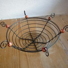 Wire Crafts, Diy And Crafts, Wire Board, Barbed Wire Art, Wire Trees, Metal Projects, Chicken Wire, Wire Weaving, Step By Step Drawing