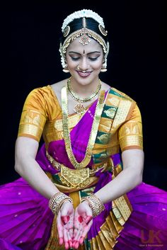 """An Indian Classical Dancer In All Her Resplendent Colors: """"The purest and most thoughtful minds are those which love color the most. Folk Dance, Dance Art, Indian Classical Dance, Bollywood, Dance Poses, We Are The World, Dance Pictures, Shiva, Dance Photography"""