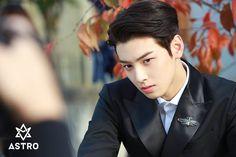 Como a pessoa muda hein Cha Eun Woo, Jin Roh, Cha Eunwoo Astro, Lee Dong Min, Pre Debut, Easy To Love, Asian Celebrities, Asian Hair, Drama Korea