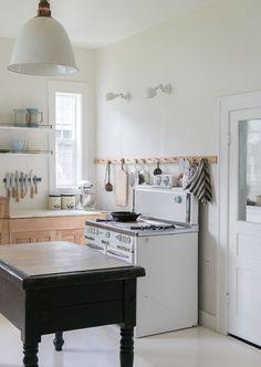 vintage-whites-blog-budget-kitchen-remodel-old-stove-black-island