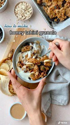 Healthy Breakfast Recipes, Vegetarian Recipes, Healthy Recipes, Chocolate Chip Recipes, Chocolate Chips, Easy Granola Recipe, Breakfast Basket, Raw Pumpkin Seeds, Gluten Free Granola