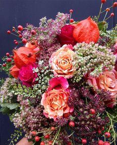 #mlbfleuriste #physalis#amourencage#dille#rose#sedum#baiesderose#instagram#instaflowers#instabouquet#artfloral#fleurs#flowers#bloom#blooming#instadeco#artfloral#flowersarrangement#chic#raffine#camaieux#floristparis#nature#vegetal#auromne#automn#orange