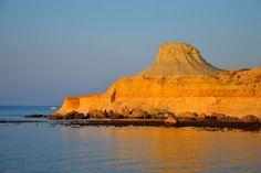 Scorci di storia, strascichi di magia e paziente lavoro della natura hanno reso Gozo un'isola incredibile. E di stranezze ne ha tante. #Malta #Gozo #strangeisland #Maltaisland  http://www.partyepartenze.it/travel/una-vacanza-a-gozo