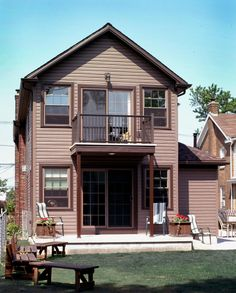 Ivy Lea Construction are the top vinyl siding installation contractors in Buffalo and all of western NY. Vinyl Siding Installation, Siding Contractors, Home Improvement Contractors, Exterior Siding, Home Additions, Home Remodeling, Construction, House Styles, Brown