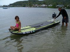 Motorized Fishing Surfboard / SUP combination Mud Boats, Kayak Boats, Cool Boats, Canoe And Kayak, Small Boats, Kayak Fishing, Fishing Boats, Fish Surfboard, Floating Raft