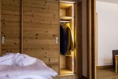 Superior Komfort in den Plattenhof Suiten & Zimmern in Lech Divider, Rooms, Furniture, Home Decor, Bedrooms, Decoration Home, Coins, Room Decor, Room