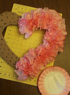 coffee filter wreath tutorial, WOW, could make any shape n color. Great for nursing home or Veteran hospitals