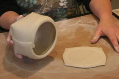 Ceramic Arts Daily – Drawing in Space: How to Handbuild an Expressive Teapot Set Using Soft Slabs