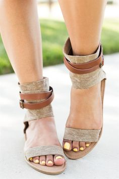 Be unique in these super cute canvas high ankle sandals. They are crafted with beautiful canvas material and feature a gorgeous high ankle strap.